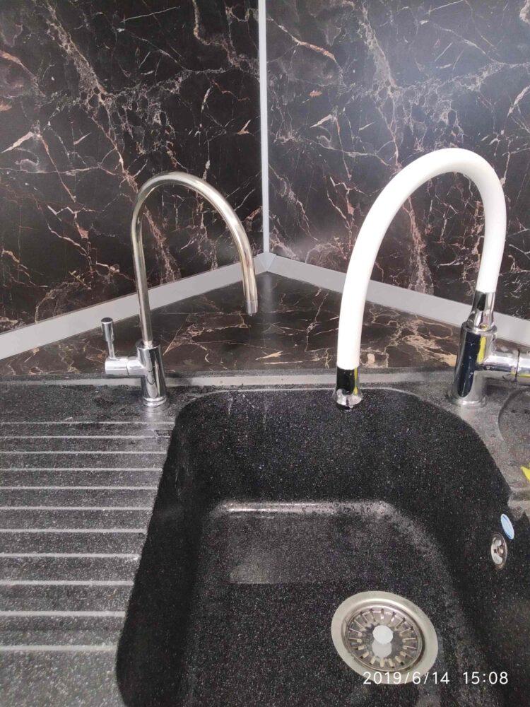 Пример установки крана чистой воды на мойку из искусственного  камня