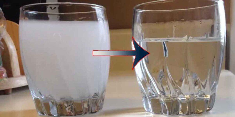 молочно-белый цвет воды становится прозрачным